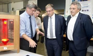 Le ministre régional de la Recherche, P-Y. Jeholet,  en visite à l'UMONS