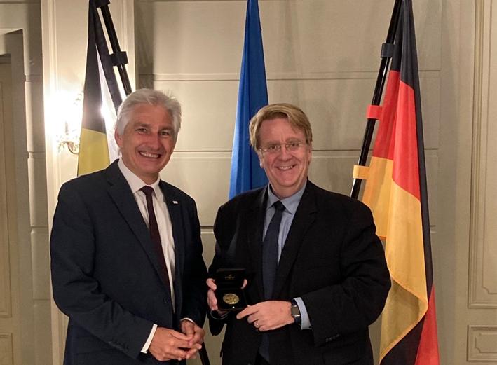L'année de l'Allemagne s'achève avec une remise de médaille à SEM l'Ambassadeur