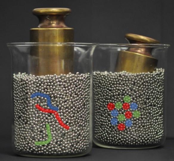 Une recherche dirigée par l'UMONS qui décrypte les comportements de la matière en grains publiée dans la « Physical Review Letters »