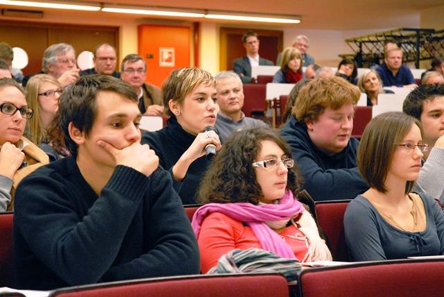 Le ministre Henry évoque les nouvelles politiques d'aménagement du territoire devant les étudiants en architecture